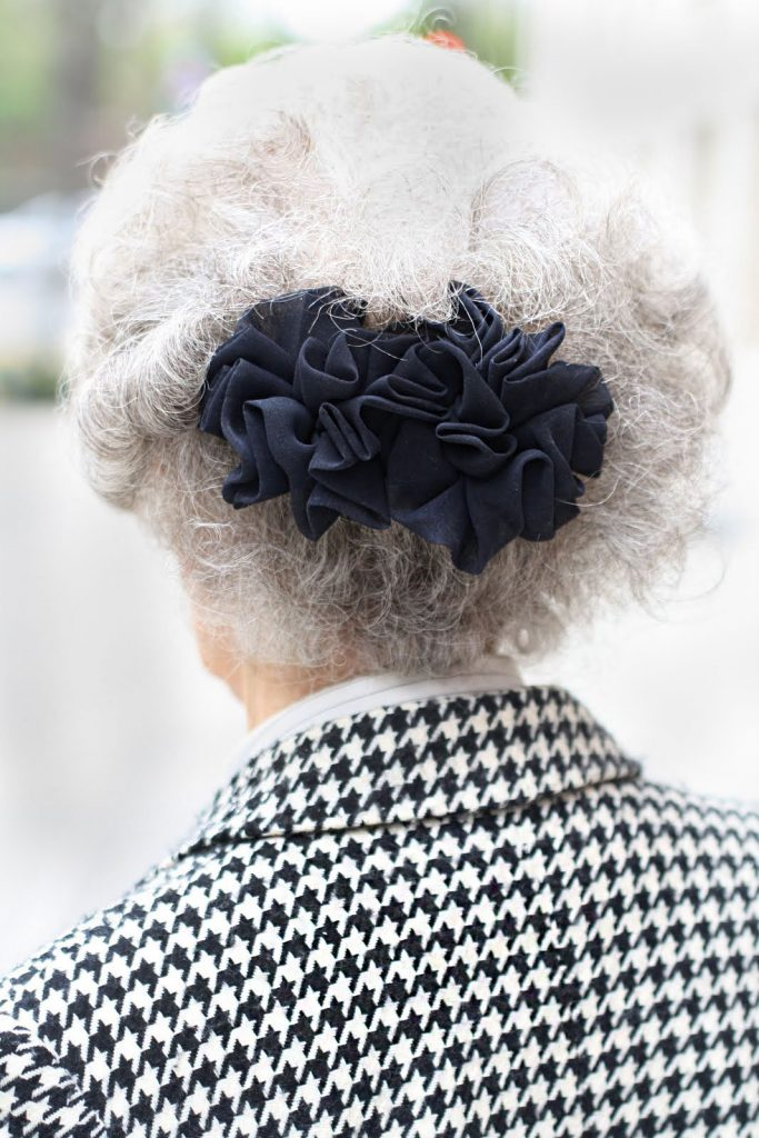 Can older women wear hairbows decor to adore for Anne marie witmeur decoration